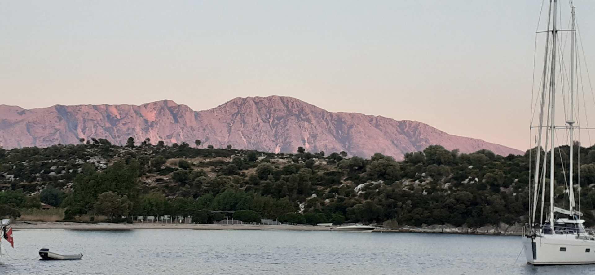 Ormos Varko, Costa greca